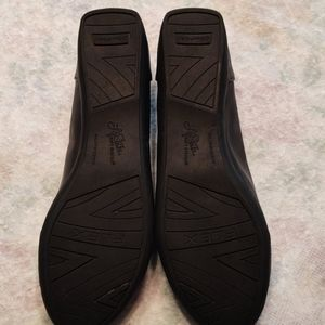 Life Stride Shoes - Women's life stride slip on size 7